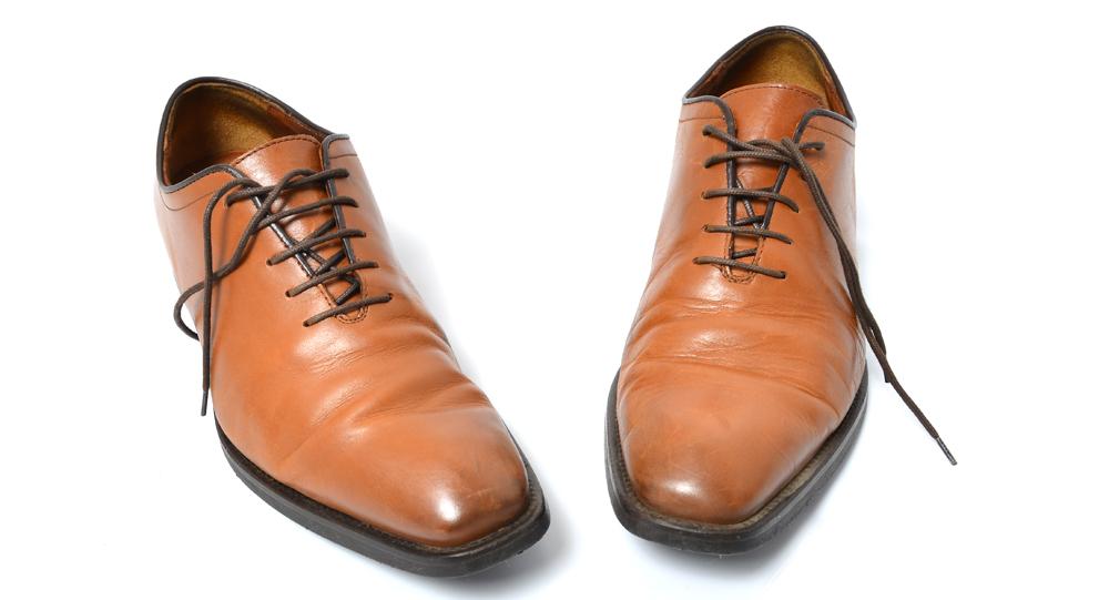 革靴のシワが左右で違うのは ...