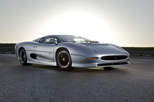 Jaguar_XJ220_Front_JagMENA