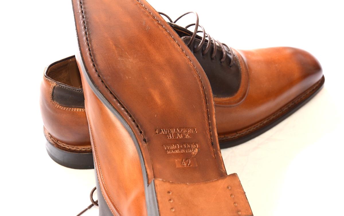 たった今言及したところですが、製法も良い靴を見分ける上ではまた大事な要素です。特にソールが張り替え可能なものであるかどうか、そして革底かどうか、革底の仕上げ