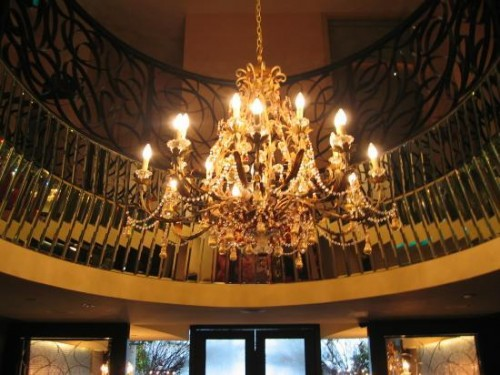 chandelier-at-hotel-entrance