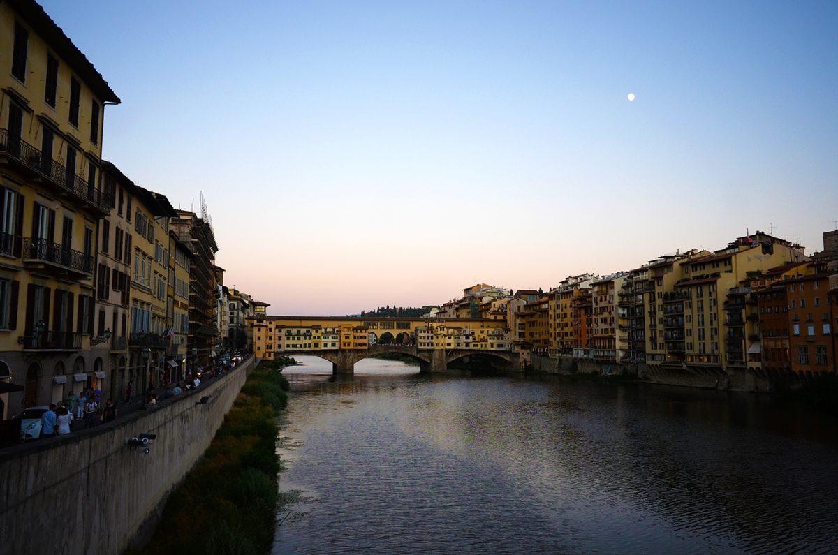 イタリア旅行で絶対に挑戦したい5つのこと③ – アルノ川の夕暮れに逢う