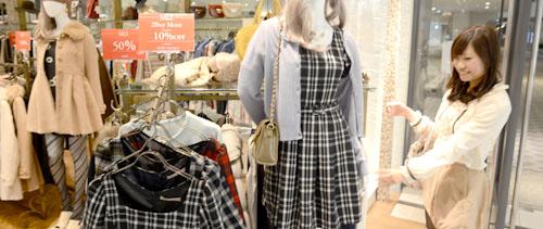 hina_shopping