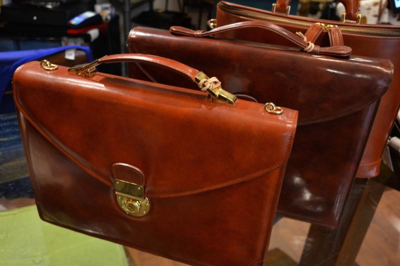 夫婦で製作から販売までを行うフィレンツェの工房、Clamori di Firenzeのバッグ。