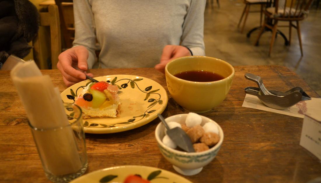 girl cafe cake