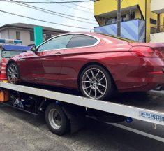 車のタイヤがバーストした時の対処方法とは?